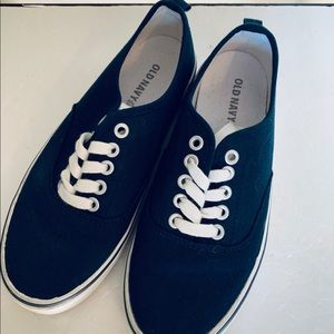 Old Navy sneakers navy blue size 1 kids never worn